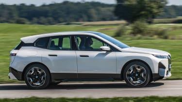 BMW iX SUV side panning