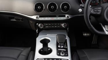 2021 Kia Stinger centre console