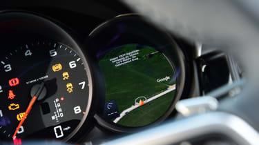2020 Porsche Macan - dials