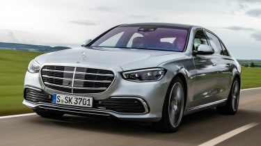 Mercedes S-Class saloon front 3/4 tracking