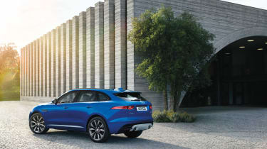 And in truth the F-Pace offers a truly sporty drive too