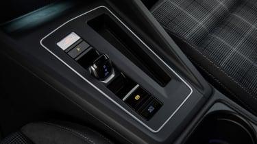 2020 Volkswagen Golf GTD - gearshifter