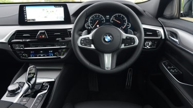 The 6 Series GT shares its dashboard with the BMW 5 Series. It's very well made and features great quality materials