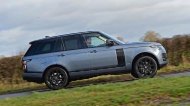 2020 Range Rover Vogue P400 - Side profile