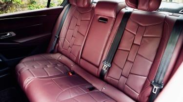 DS 9 saloon rear seats