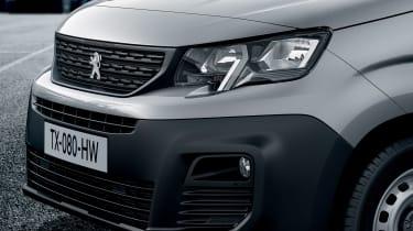2018 Peugeot Partner van headlight