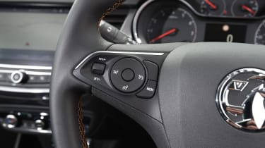 The trip computer control is tricky to access, as you have to fumble for a rotating ring in the middle of the indicator stalk