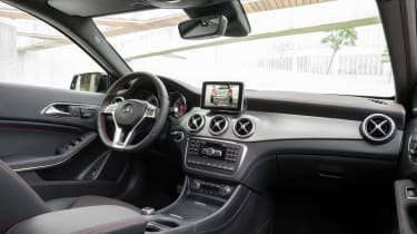 Mercedes GLA 2014 interior panning