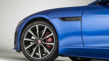 2020 Jaguar F-Type alloy wheel