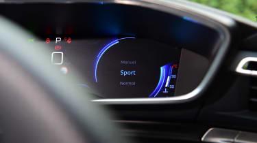 Peugeot 508 SW estate speedometer