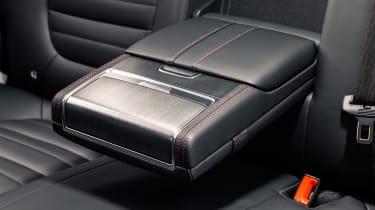 MG HS SUV central armrest