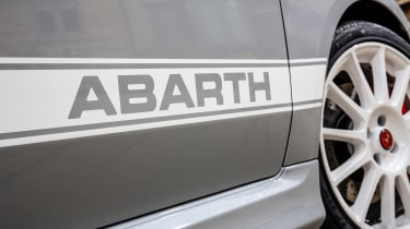 Abarth 595 Esseesse stripe