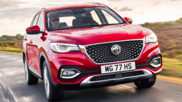 MG HS SUV front tracking