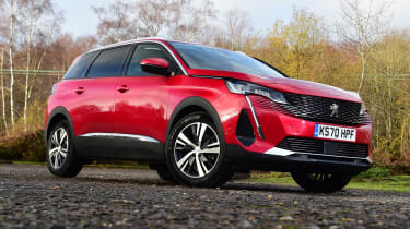 Peugeot 5008 SUV front 3/4 static