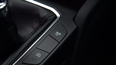 Ford Kuga buttons next to gearlever