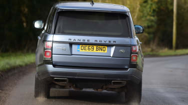 2020 Range Rover Vogue P400 - Rear 3/4 dynamic