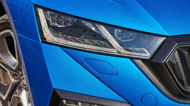 2020 Skoda Octavia vRS iV Estate headlight