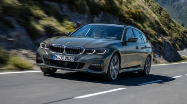 2019 BMW 3 Series Touring - front 3/4 dynamic