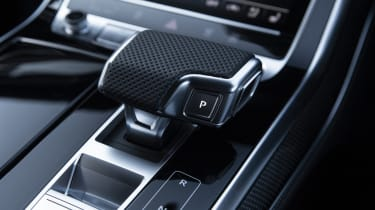 Audi SQ8 - gearshifter