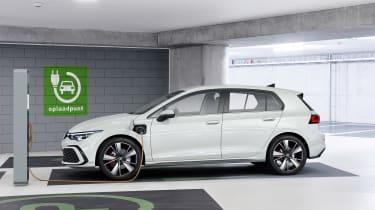 2020 Volkswagen Golf GTE charging