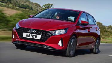 Hyundai i10 hatchback front 3/4 tracking