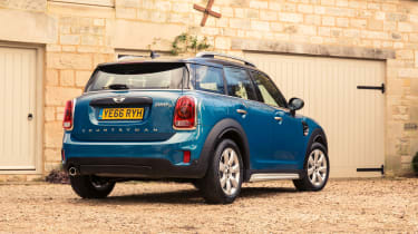 Cooper models get a single exhaust, while Cooper S and SD versions have two tailpipes
