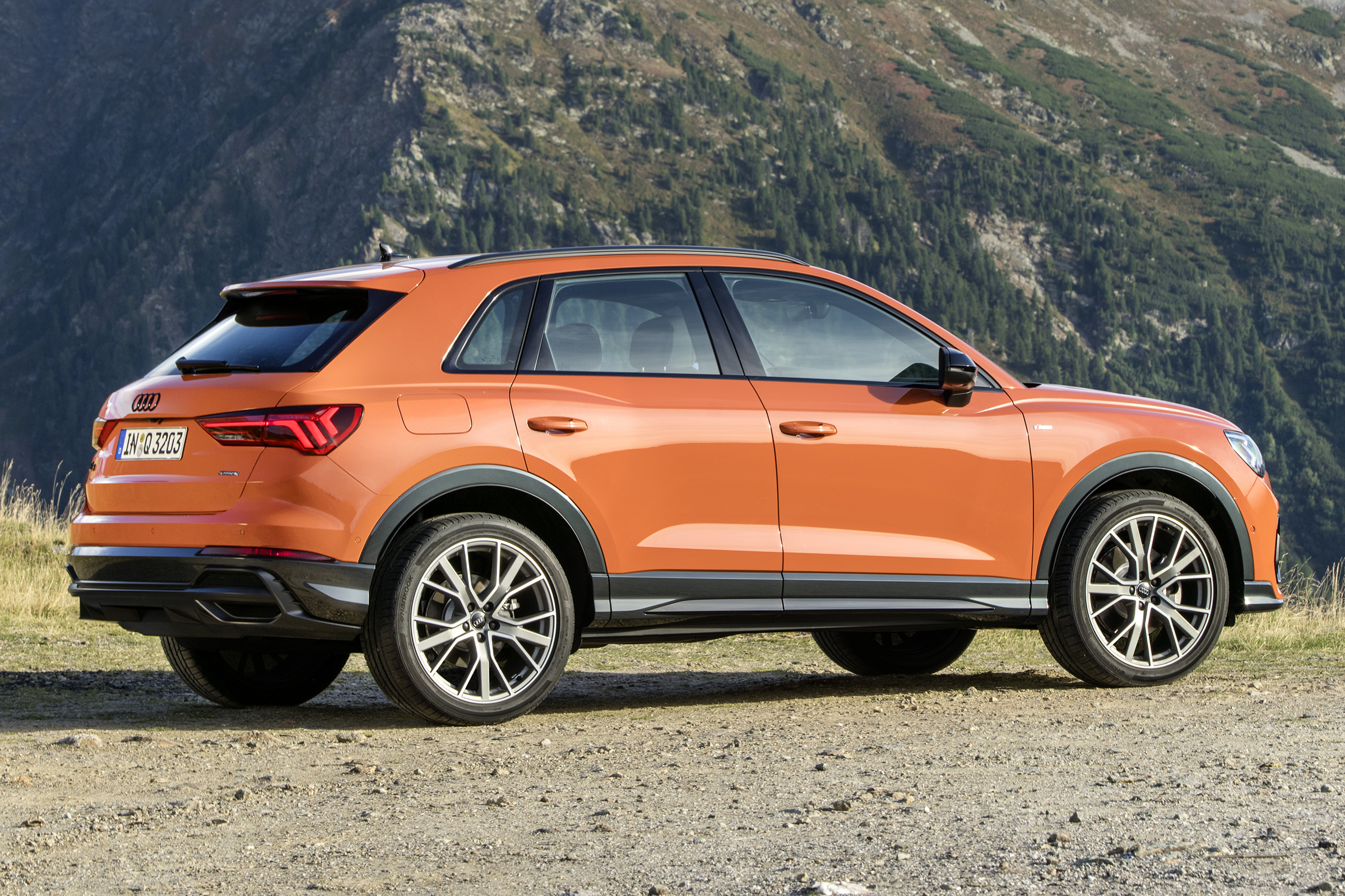Audi Q3 review 2018 - pictures   Carbuyer