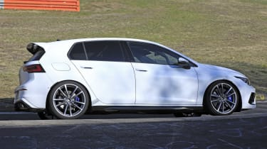 Volkswagen Golf R to get large alloy wheels and boot spoiler