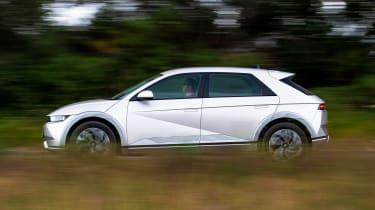 Hyundai Ioniq 5 side panning