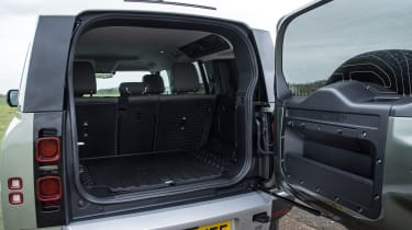 Land Rover Defender 110 - bootspace