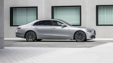 2020 Mercedes S-Class - side on view