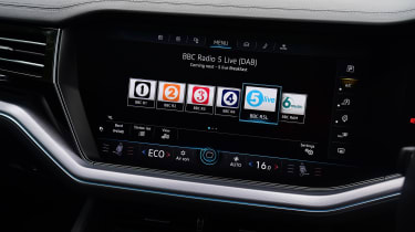 Volkswagen Touareg SUV radio