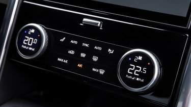 Land Rover Discovery SUV  climate control