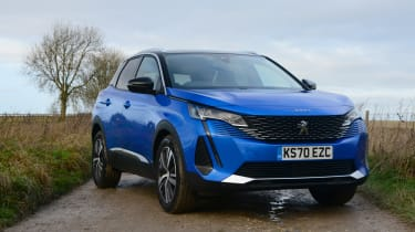 Peugeot 3008 SUV front 3/4 static