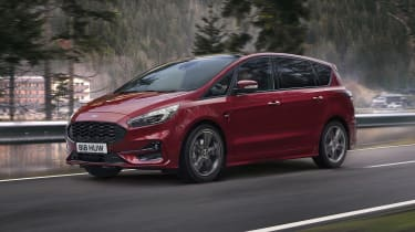 Ford S-MAX hybrid driving