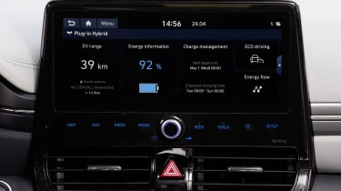 Hyundai Ioniq Plug-in Hybrid touchscreen - driving info