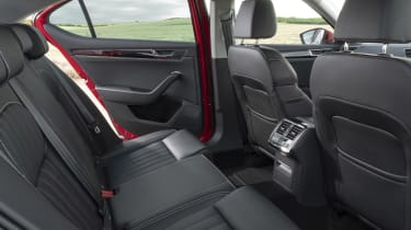 2019 Skoda Superb facelift - rear seat space