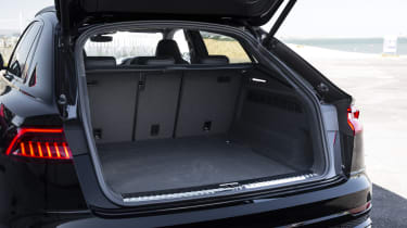 Audi SQ8 - boot