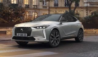 2021 DS 4 E-Tense - front 3/4 view