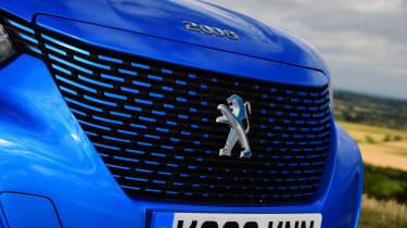 Peugeot e-2008 SUV grille