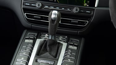 Porsche Macan SUV gearlever
