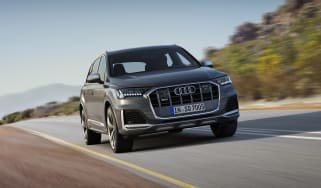 Audi SQ7 TDI - Front 3/4 dynamic view