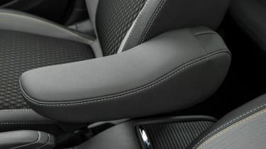 The armrest is positioned so your hand lines up with the gearlever perfectly