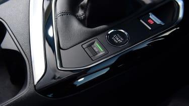 Peugeot 5008 SUV centre console