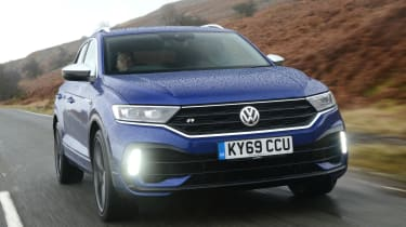 Volkswagen T-Roc R driving - close up