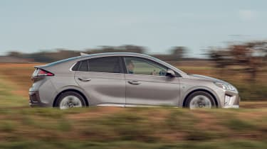 Hyundai Ioniq Hybrid review side panning
