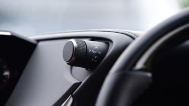 Lexus ES saloon switchgear