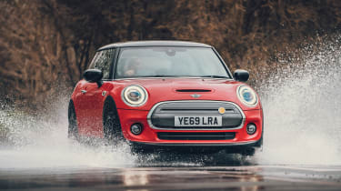 MINI Electric hatchback water splash
