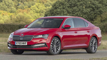 2019 Skoda Superb facelift - front static 3/4 view