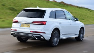 Audi Q7 - rear 3/4 view dynamic